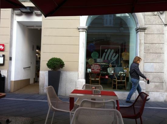 Espressamente Illy, Trieste - Restaurant Reviews, Phone Number & Photos -  TripAdvisor