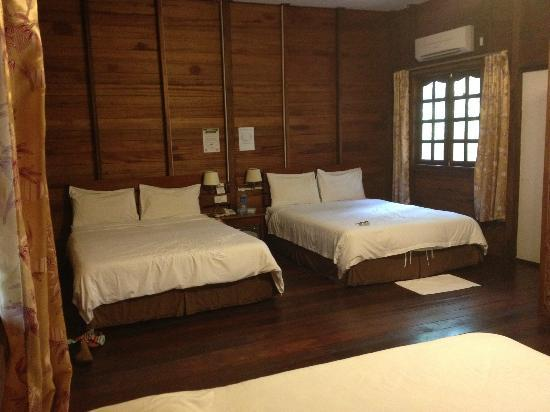 Bilit Rainforest Lodge: Family Room