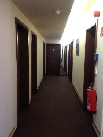 Hotel Delta: 廊下