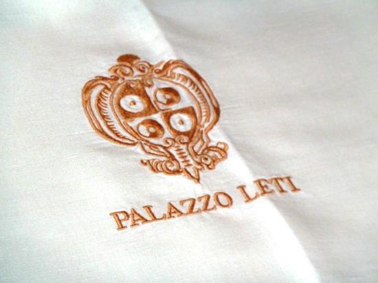 Palazzo Leti Residenza D'Epoca: Palazzo Leti - king size bed