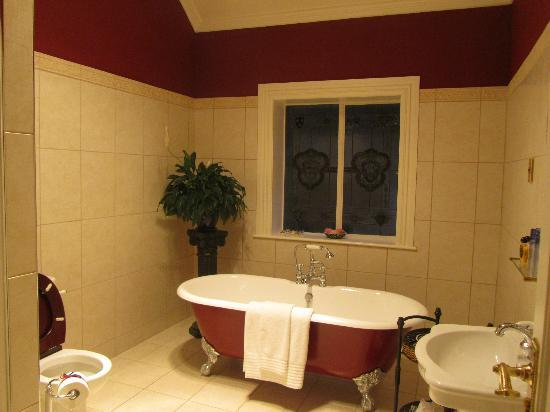 Fletcher Lodge: bath room