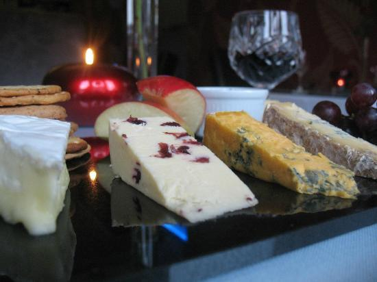 Cascades Restaurant: Selection of Cheeses with Port