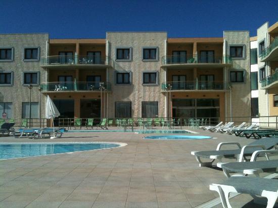 Beachtour Ericeira: Pool area in September