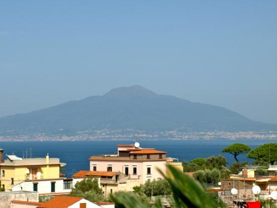Hotel Caravel Sorrento: View from roof terrace