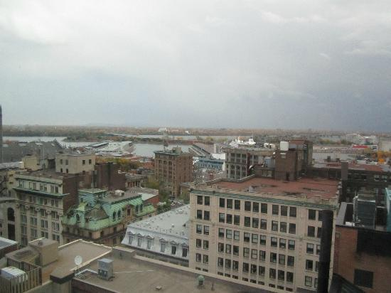Le Westin Montreal: View from 22nd floor towards Old Port