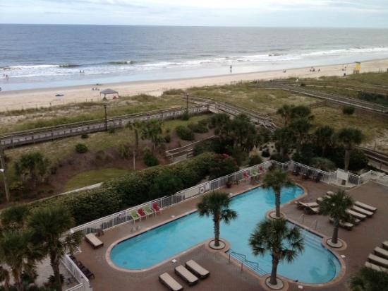 Courtyard by Marriott Carolina Beach: Pool area and beach view