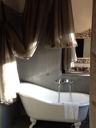 Hotel San Anselmo: bathroom rm 834