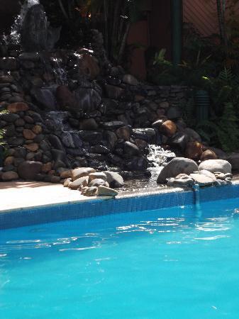 โรงแรม ทานัว อินเตอร์เนชั่นแนล: Cool Pool with Waterfall feature