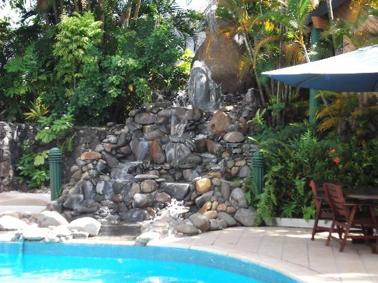 Tanoa International Hotel: pool Waterfall