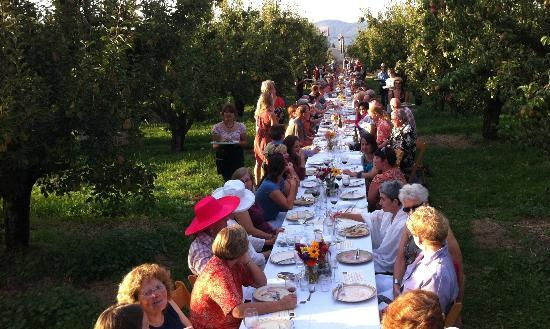 Pine Street Bakery : We provided baguettes for 170 for dinner at Kiyokawa Orchard this summer--what a fun night!