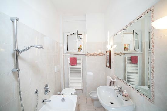 A Casa A Testaccio B&B: Shared Bathroom