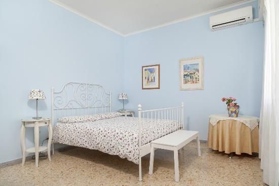 A Casa A Testaccio B&B: Room with private inside bathroom and panoramic balcony