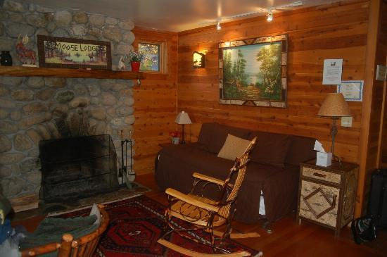 Prospect Point Cottages - Blue Mountain Lake: cozy livingroom