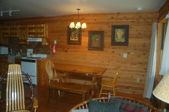 Prospect Point Cottages - Blue Mountain Lake: dining area in our unit