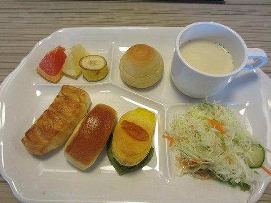 Viainn Higashi Ginza: 無料朝食