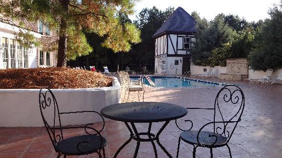 Wedmore Place: Patio next to pool