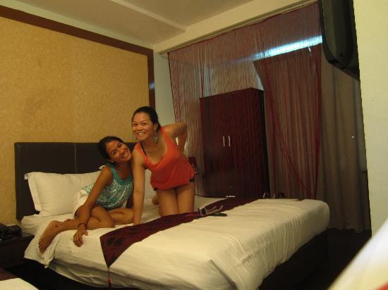 Le Hotel Kota Kinabalu: Family Room. Two queen beds.