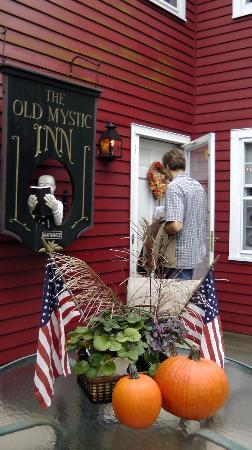 The Old Mystic Inn: Welcome to Old Mystic Inn