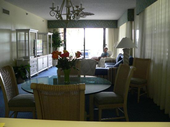 Longboat Bay Club: Our living room/dinning room