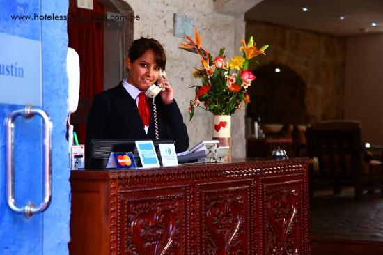 Hotel San Agustin Posada del Monasterio: Recepción