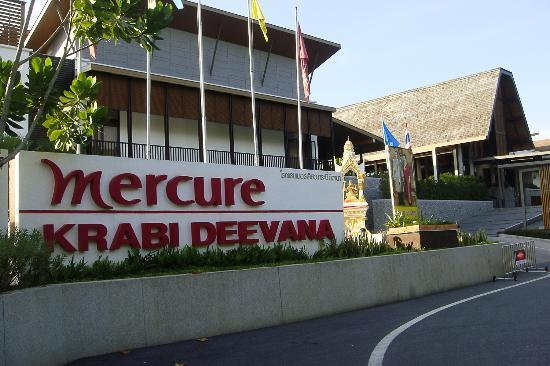 Deevana Plaza Krabi Aonang: The Entrance