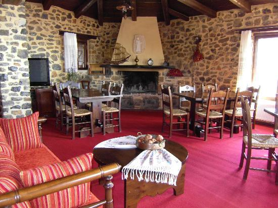 Thalori Traditional Village: Upstairs dining room fireplace