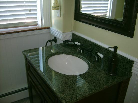 By The Sea Bed and Breakfast: bathroom sink