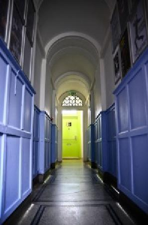 Journeys Brighton Hostel: Corridor