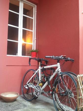 Magnolia Porto Hostel: Garden / Patio