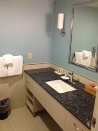 Wyndham Inn on Long Wharf: Updated bathroom!