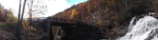 Kaaterskill Falls: The roadway from by the water