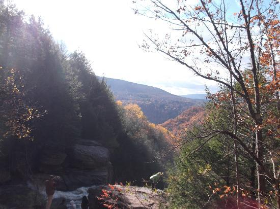 Kaaterskill Falls: Another view from the top w/ Hunter Mtn in backgroumd