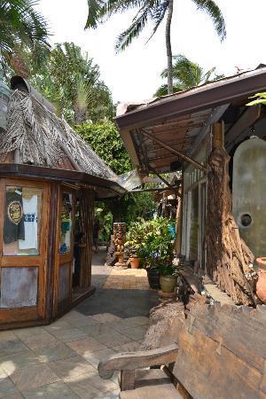 The Inn at Mama's Fish House: More walkway / restaurant exterior