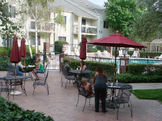 Clubhouse Inn & Suites Albuquerque: average hotel