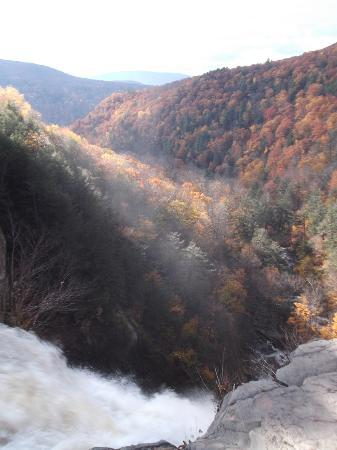 Kaaterskill Falls: Waterfall mist and the beautiful valley