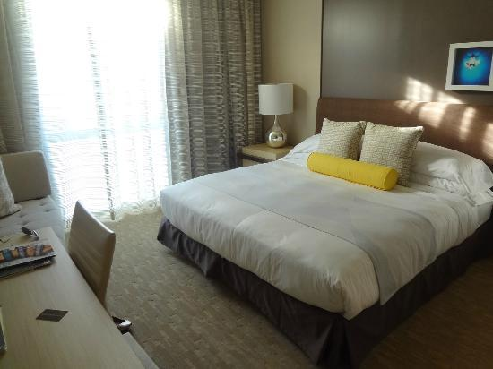 The Kimpton Hotel Wilshire: The bedroom area