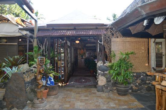 Exterior picture of the inn at mama 39 s fish house paia for The inn at mama s fish house