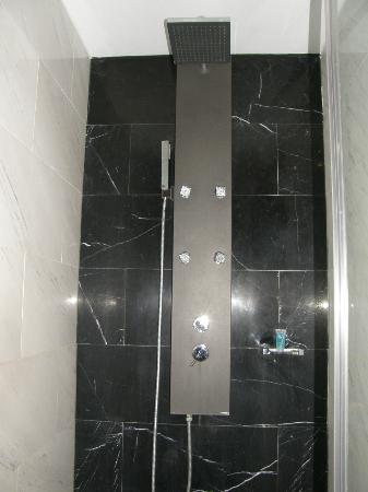 Eurostars Das Letras: La douche avec douchette, multijets et grosse douche fixe