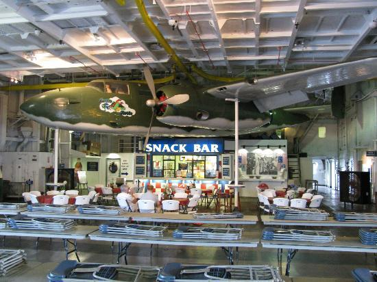 Patriots Point Naval & Maritime Museum: Snack bar aboard the Yorktown