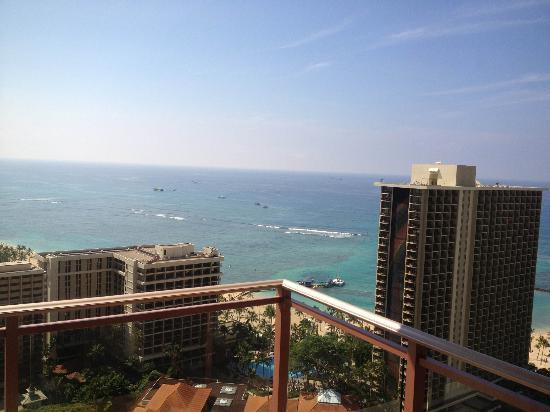 Grand Waikikian by Hilton Grand Vacations: ラナイからの海の景色