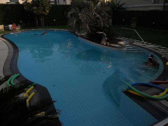 Hotel Salus: piscina esterna