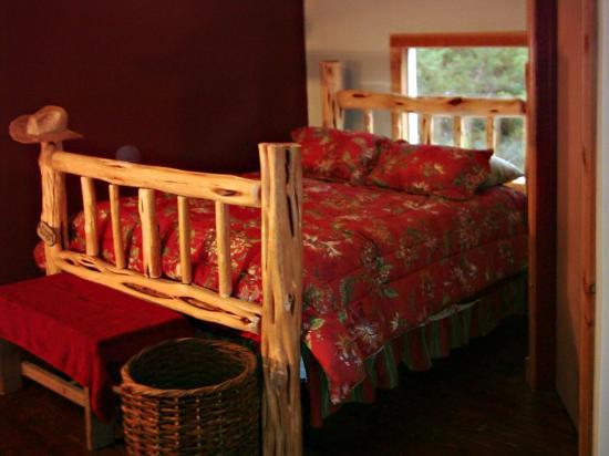 Der Stall Bed and Breakfast Barn: Master bedroom bed.