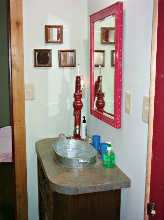 Der Stall Bed and Breakfast Barn: Shot of galvanized sink in bathroom.