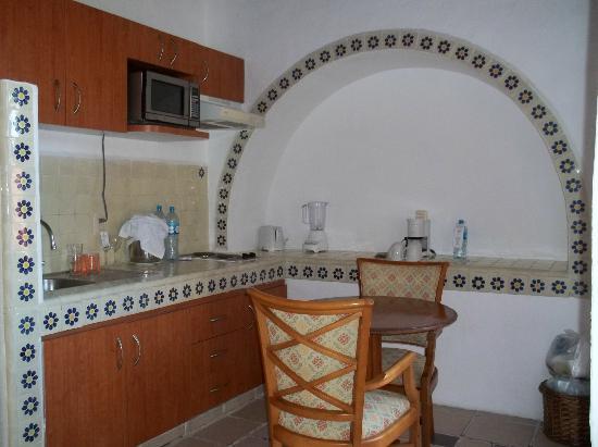 Mía Cancún: Kitchen in 407
