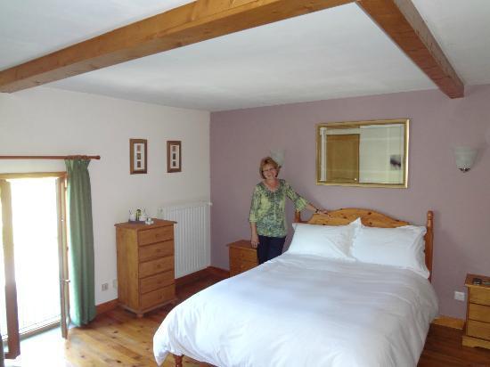 La Thiaumerie : large, clean bedroom