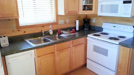 Mogollon Resort Cabins: Kitchen was clean and had adequate pots, pans, plates, flatware, etc.