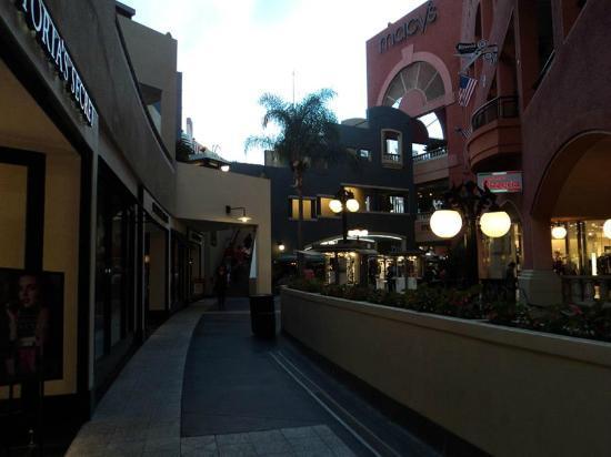 Kimpton Solamar Hotel: Horton Plaza Mall