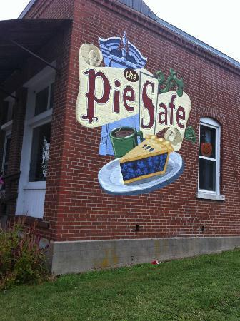Pocahontas, MO: The Pie Safe Restaurant in Pocohantas, Mo...delicious!