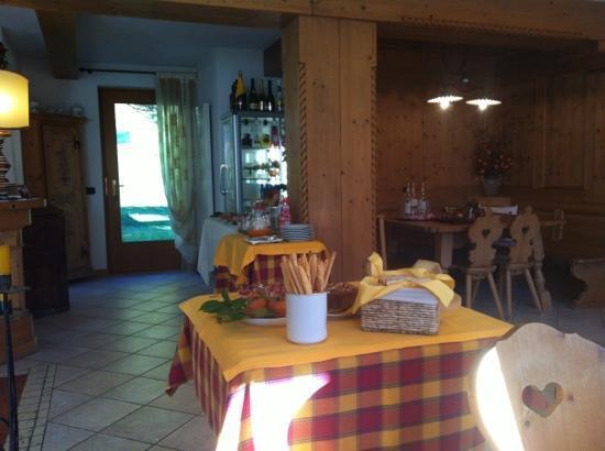Maso Mistrin: dining hall