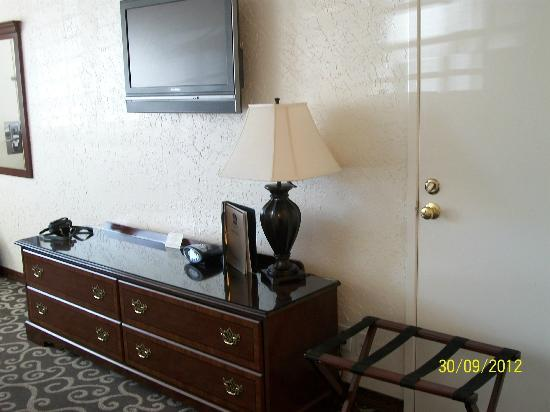 BEST WESTERN Trailside Inn: Desk/dresser